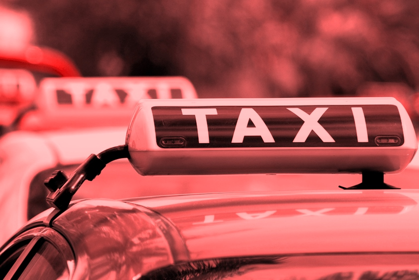 Скромная брюнетка в такси 3 фотография
